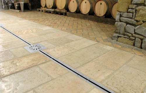 Channel drain with slit in stainless steel for wine cellar Ray 17