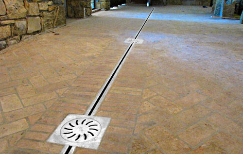 Channel drain with slit stainless steel drainage system in stainless steel for wine cellar barrels RAY17, RAY122